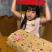 日本爸爸给了女儿一个礼物,软糖是英国的,而她的女儿根本不知道英国是什么