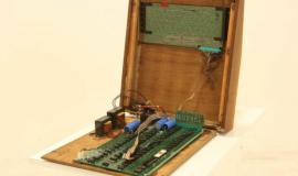 罕见的苹果1古董电脑以150万美元的价格出现在易趣网站上